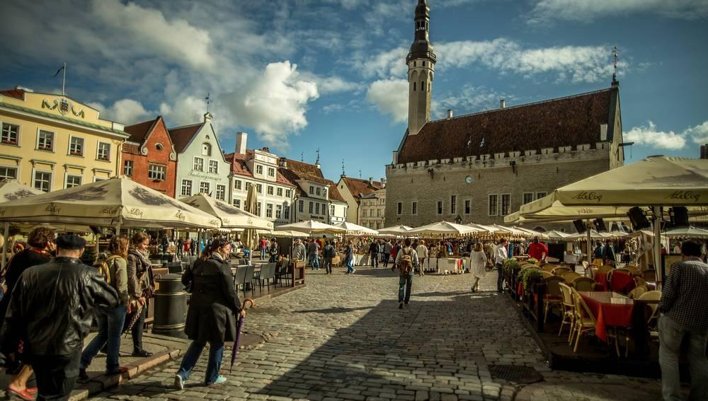 Tallin market and church